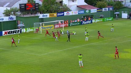 GOL DO INTER! Sarrafiore recebe livre na pequena área e finaliza para o gol, aos 29 do 2'T