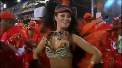 Relembre: Paolla Oliveira samba muito em desfile da Grande Rio de 2010