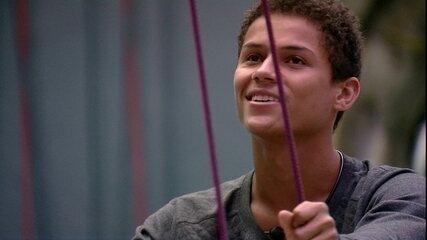 Danrley se declara quando lembra da namorada: 'Tomara que ela me ache incrível ainda'