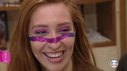 Maquiagem cheia de brilho promete arrasar na folia
