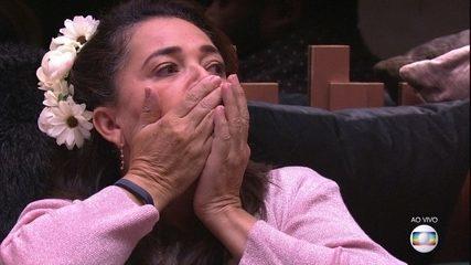 Dedo-duro: 'Carolina revela voto em Tereza, que fica chocada