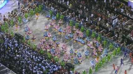 Primeira ala da Beija-Flor faz referências a desfiles de 1977, 1979 e 1980
