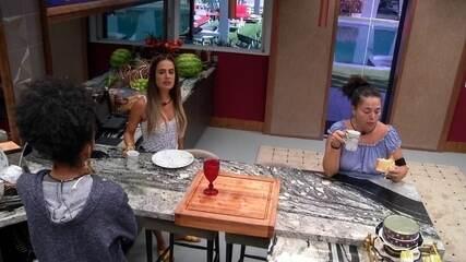 Gabriela diz que sanduicheira ficou ligada á noite e Carolina afirma: 'Último foi Dan'