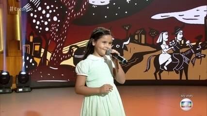 Aos 8 anos, Samya recita cordel sobre a Lei Maria da Penha