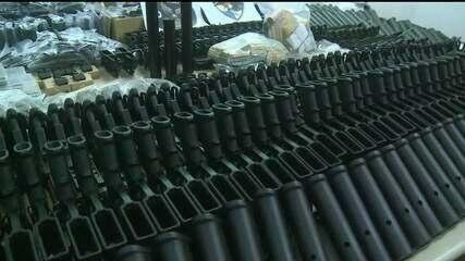 Polícia encontra 117 fuzis em casa de suspeito preso