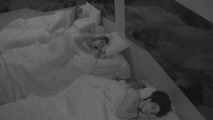 Confinados seguem dormindo depois da Festa Prensa
