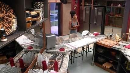Gabriela alerta brothers sobre entrada no Tá com Nada