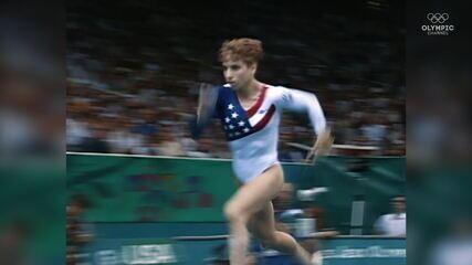 Kerry Strug supera lesão e ajuda EUA a ganhar o ouro