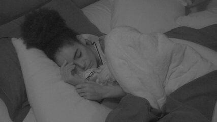 Gabriela dorme sozinha no Quarto do Líder