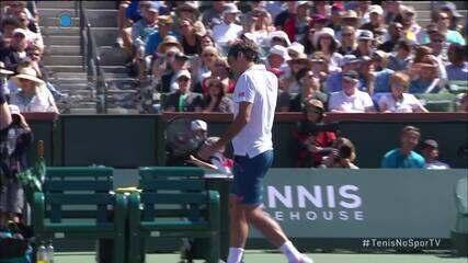 Federer mostra agilidade e vence pontaço no break point