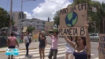 Estudantes fazem protesto contra mudanças climáticas no Recife