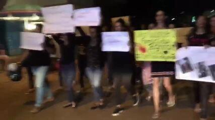 Manifestantes gritam por Justiça durante protesto em Porto Velho