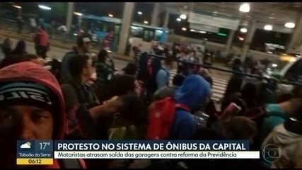 Paralização de motoristas e cobradores de ônibus prejudica passageirios em SP