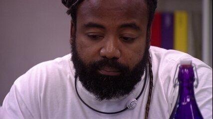Rodrigo afirma que gosta de sisters mas avisa: 'Vou falar com Hari para não ter dúvida'