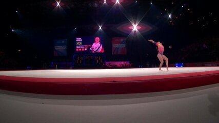 Thaís Fidelis se apresenta no solo, na etapa de Birmingham da Copa do Mundo de ginástica artística