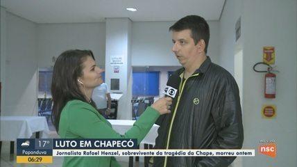 Corpo do jornalista Rafael Henzel é velado no Centro de Eventos em Chapecó