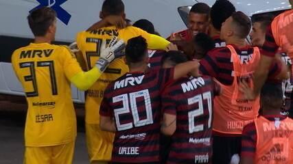 Veja o momento da saída de Abel Braga no fim do vídeo do segundo gol rubro-negro