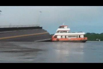 Balsa colidiu contra pilar de ponte sobre o Rio Moju
