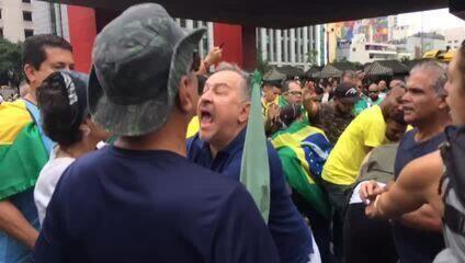 Homens agridem apoiadora de Lula na avenida Paulista (imagens Chico Prado/CBN)