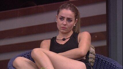 Paula reclama de Alan e diz que brother dois figurante por dois meses