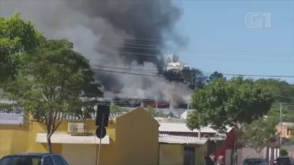 Incêndio atinge prédio de faculdade na Zona Sul de Porto Alegre