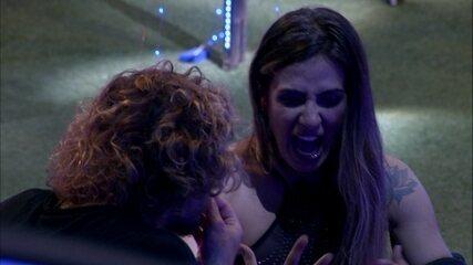 Carolina fala para Alan: 'Quando votei na Hana, não tinha motivo'