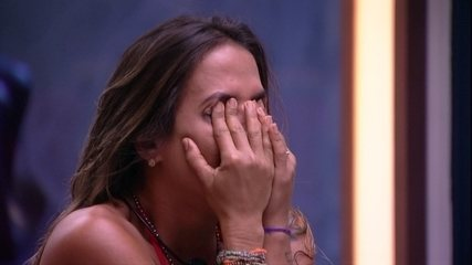 Paula e Carolina choram após desclassificação de Hariany
