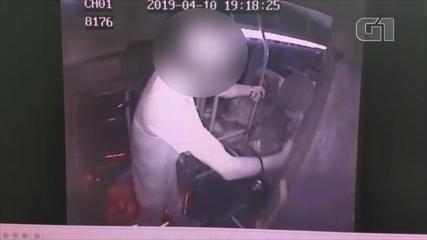 Vídeo mostra assalto em ônibus de Viamão
