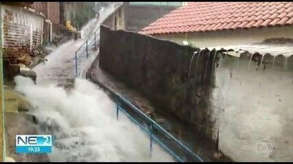 Vídeos mostram alagamentos em vários pontos do Grande Recife