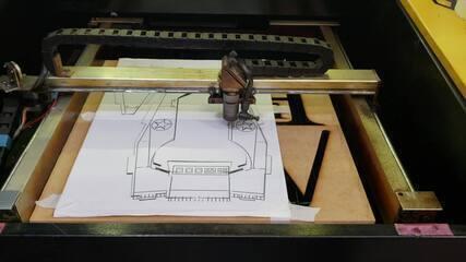 Máquina de corte a laser é a mais usada em espaço maker de BH