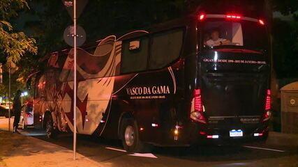 Ônibus do Vasco é alvo de ovada após desembarque no Rio de Janeiro