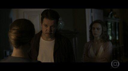 Reveja: Cecilia leva tapa na cara do pai
