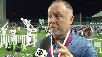 """Mano Menezes festeja mais um título no comando do Cruzeiro: """"Ser campeão sempre é muito difícil e esse enfrentamento mostrou isso"""""""