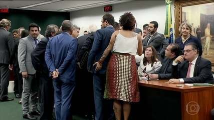 Em sessão tumultuada, parecer da reforma da Previdência é aprovado na CCJ