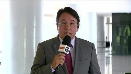 Jair Bolsonaro se reúne com jornalistas em Brasília nesta quinta (25)