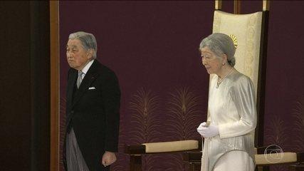 Imperador do Japão abdica do posto
