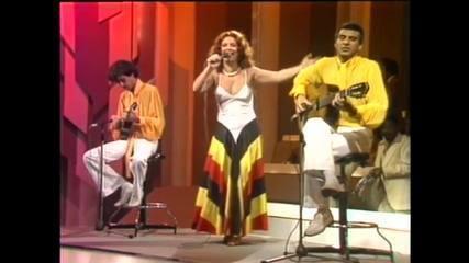 """Beth Carvalho canta """"Coisinha do Pai"""""""
