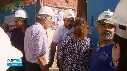 Voluntários participam de vistoria do Edifício Holiday, em Boa Viagem