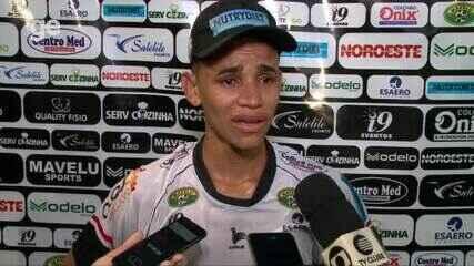 """Atacante chora ao dedicar gol para a mãe: """"Vai se orgulhar de mim"""""""