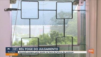 Réu pula janela do Fórum de Chapecó e foge em carona de moto durante júri popular