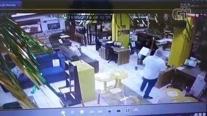 Vídeo mostra ladrão em uma das lojas que foi alvo de arrastão no Centro de Bauru