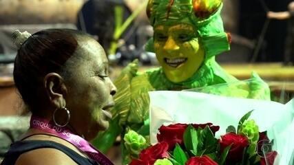 Mãe assiste pela primeira vez apresentação do filho no espetáculo do Cirque du Soleil
