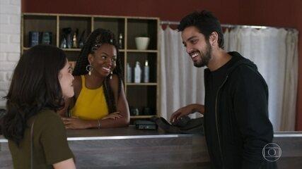 Bruno retorna da Europa e afirma a Laila que ainda a ama