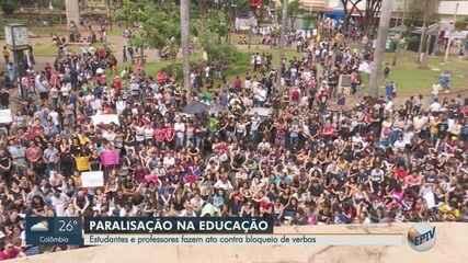 Alunos e professores na região de Ribeirão fazem ato contra bloqueio de verbas na educação