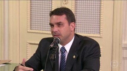 Flávio Bolsonaro comprou e vendeu imóveis para lavagem de dinheiro, segundo o MP