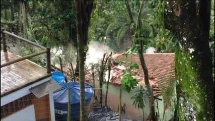 Chuva provoca estragos no litoral de São Paulo