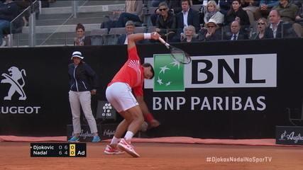 Nadal quebra o saque de Djokovic e o sérvio destrói a raquete na quadra
