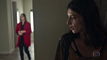 Camila vê Dalila deixando o quarto de Paul