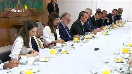 Em café com jornalistas, Bolsonaro afirma que Congresso tem independência e é autônomo