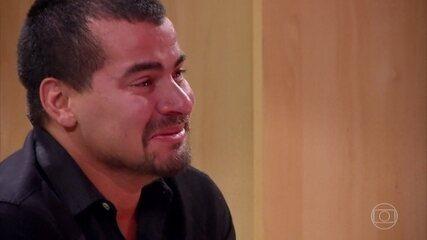 Thiago Martins se emociona com homenagem feita por sua família